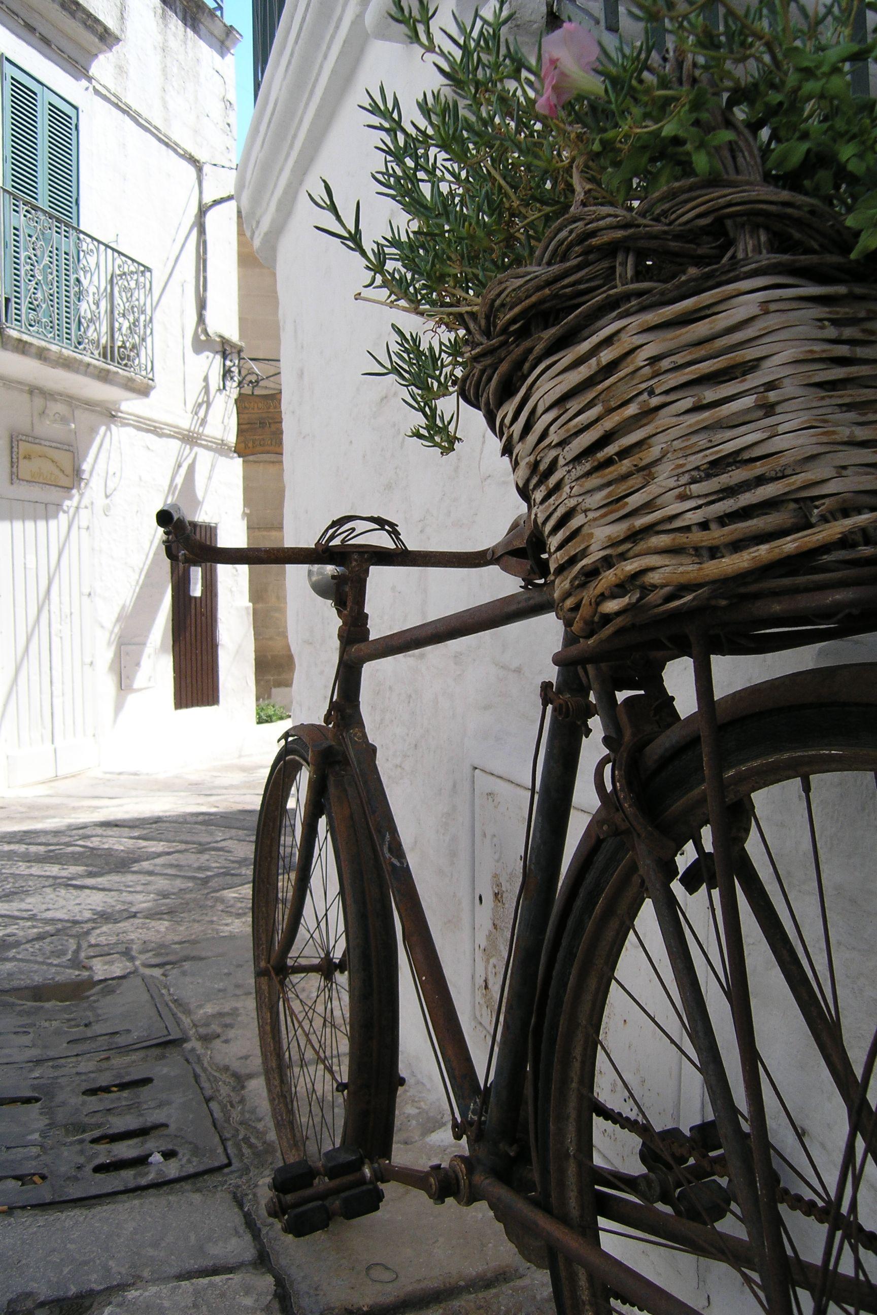 """""""Ma dove vai... bellezza in bicicletta?!"""" Otranto / Puglia / Italia"""