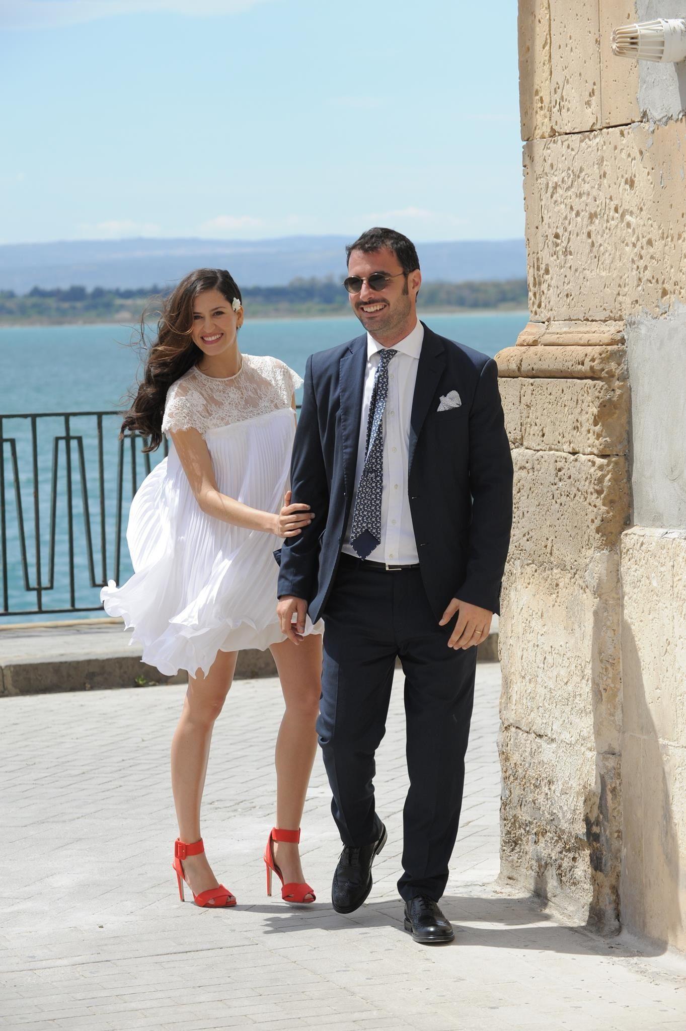 Short wedding dress pregnancy  red shoes