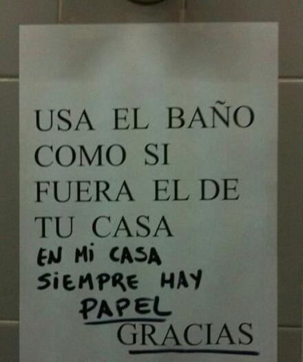 burla al letrero de baño que no tiene papel