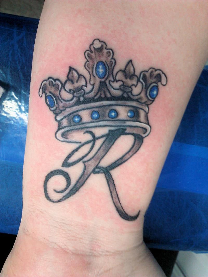 tattoo letter R with crown - Google Search | Tattoo re: Wiwi ... - Vernarbtes Tattoo