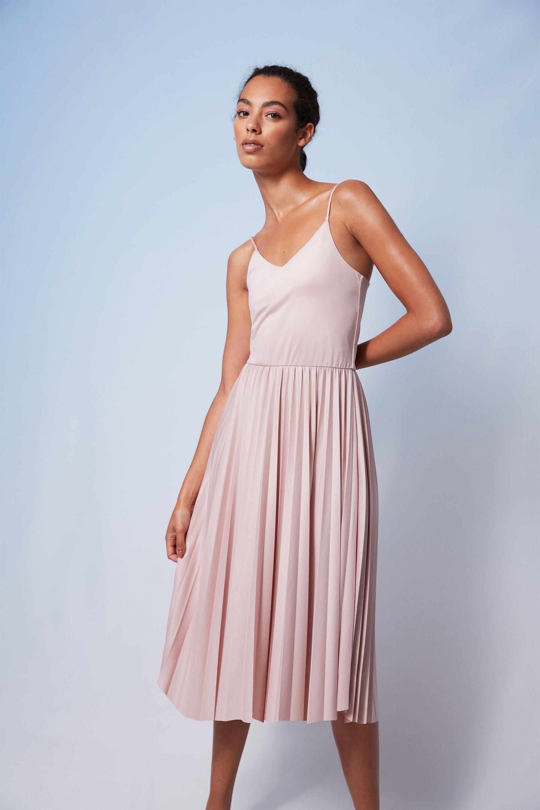 plisseekleid mit spaghettiträgern | plissee kleid, kleider