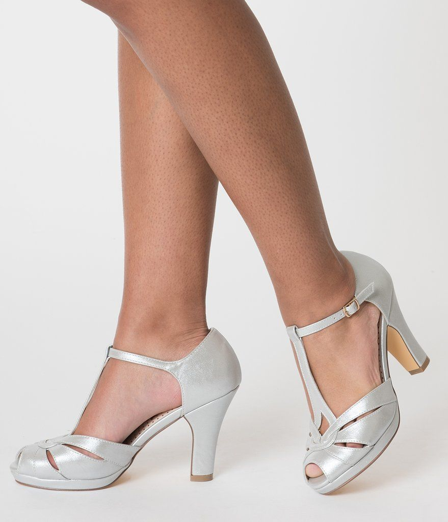 20s Vintage Platinum Glam T Strap Pumps in Silver