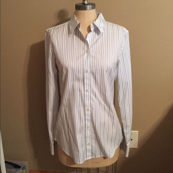 "PRICE⬇️ Banana Republic Non-Iron Fitted Shirt White with blue stripes. Length is 27"" and bust is 36"". Made of 100% cotton. Worn a handful of times and still in EUC. Banana Republic Tops Button Down Shirts"
