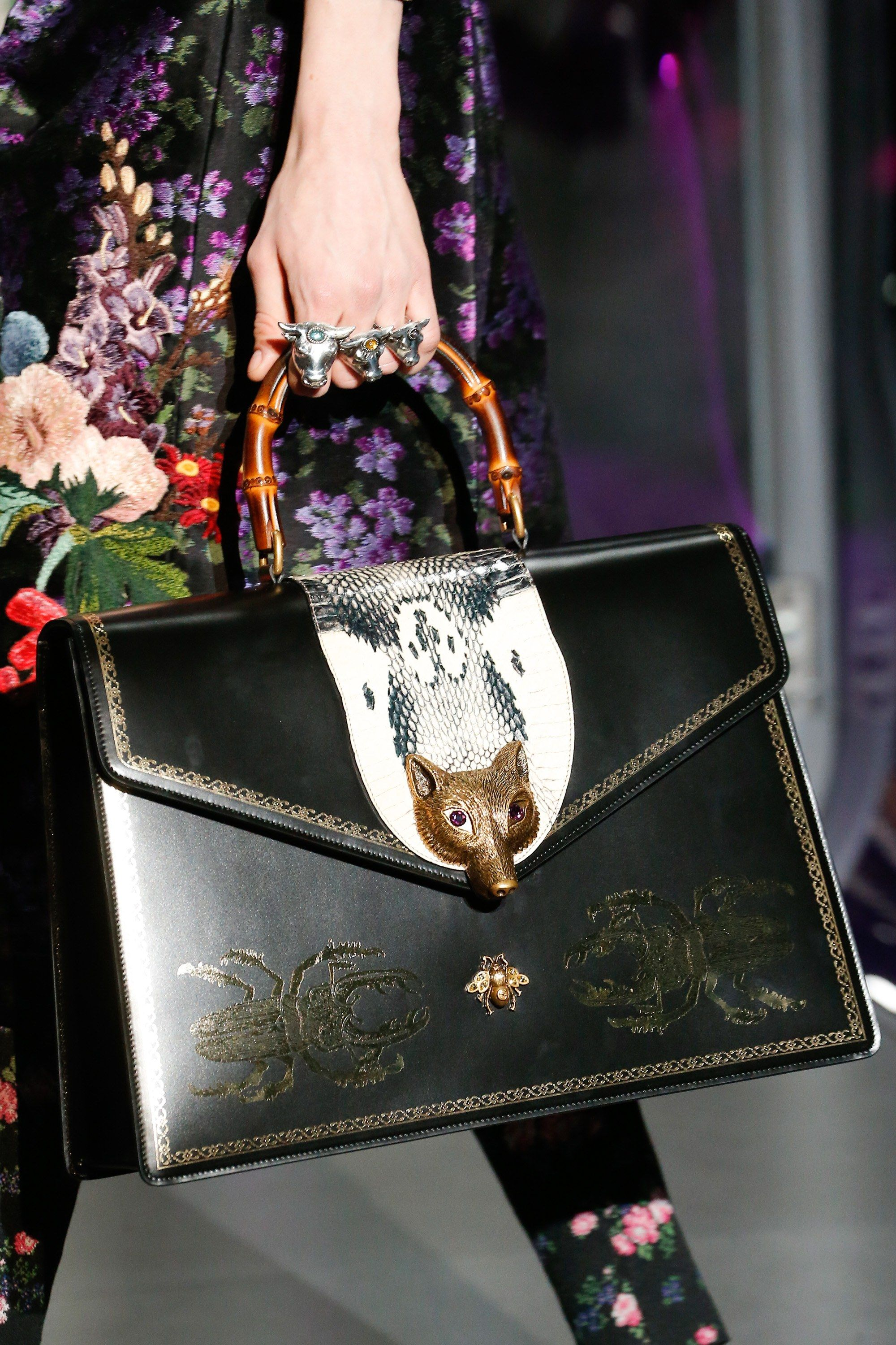 369fb48d3145 Gucci Fall 2017 Ready-to-Wear Accessories Photos - Vogue Be featured in  Model Citizen App