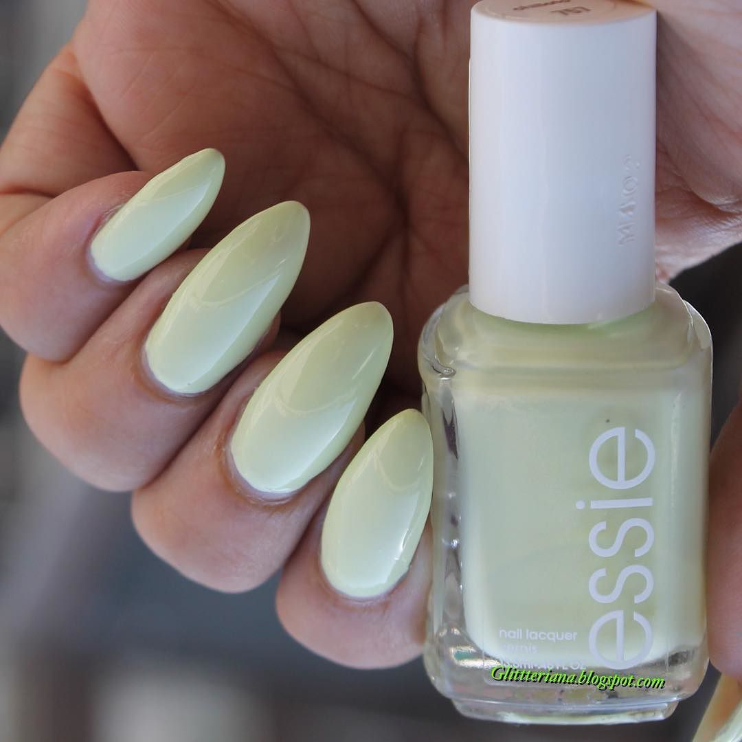 #EssieChillato hoy en mi blog  un hermoso tono amarillo con subtonos pistacho  a pesar de lo ligera de su fórmula  se comporta bien en pigmentación en dos capas .... Consideraste adquirirlo ? Lee hoy el post en mi blog sobre todo lo que debes saber sobre Chillato  el link  como siempre esta en mi perfil  #notd #nailsoftheday #manioftheday #manicure #manicurechile #nailart #nailartchile #nailsofinstagram #nailfie #nailsgram #instanails #nails2inspire #nailartlover #nailartclub #picoftheday…