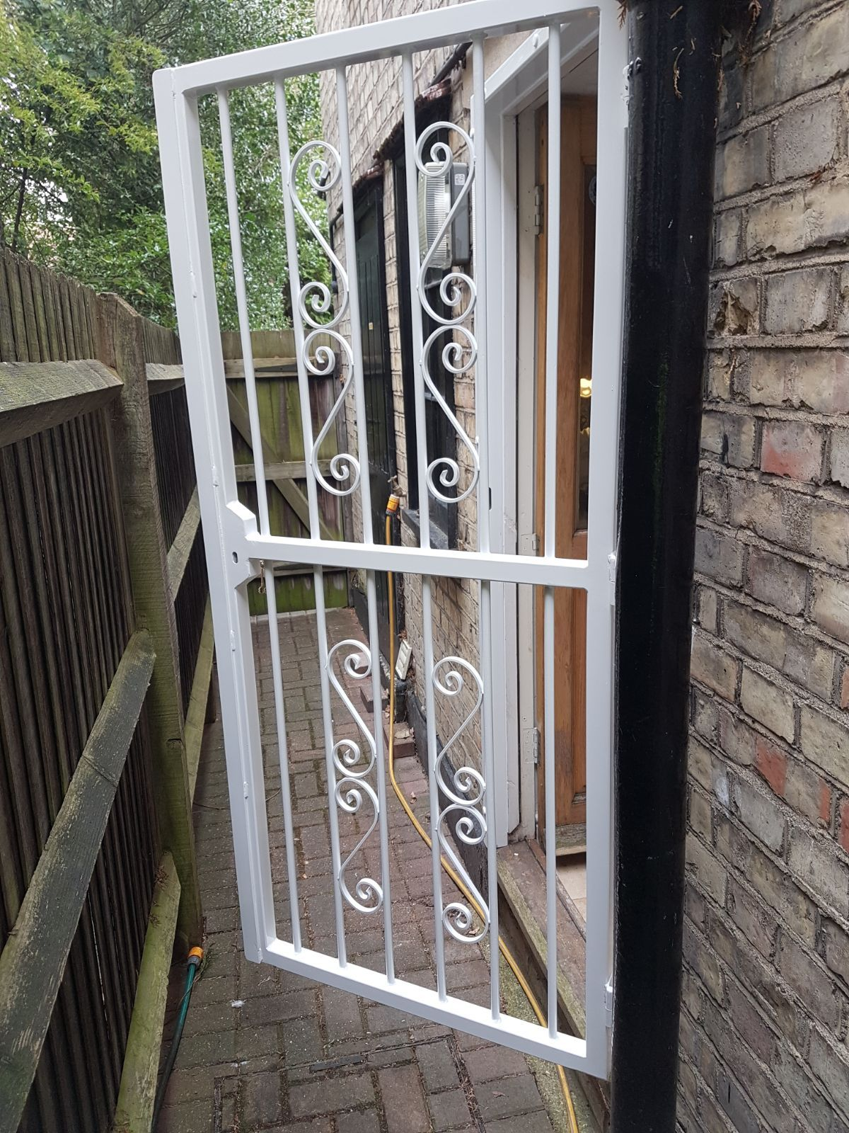 Our RSG3000 decorative door gates do not only provide
