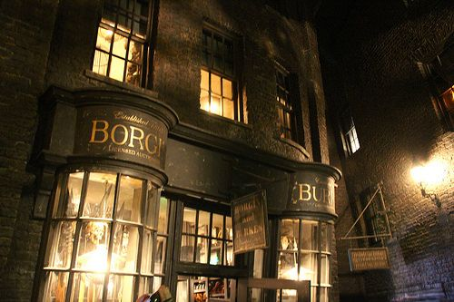 Borgin And Burkes In Knockturn Alley Wizarding World Of Harry Potter Harry Potter Diagon Alley Harry Potter Fantastic Beasts