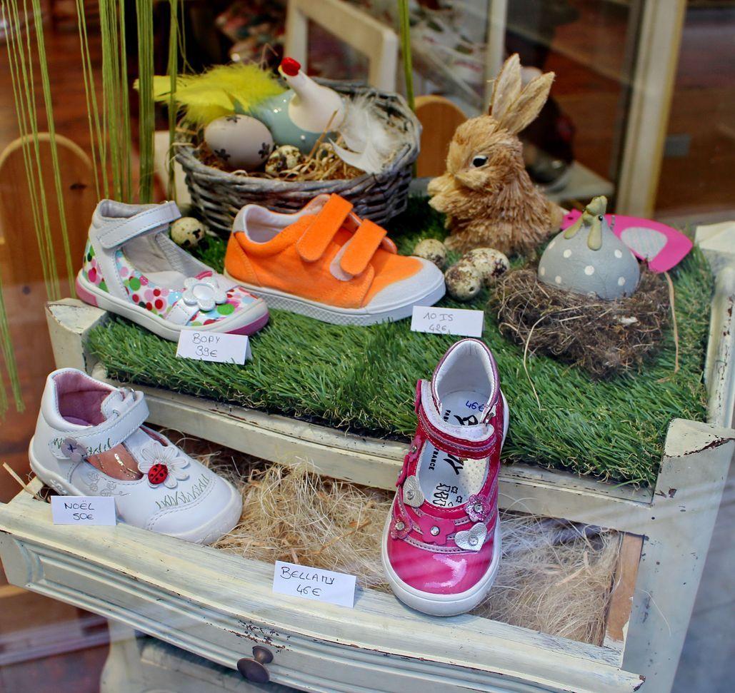 vitrine p ques 2017 dks grenoble chaussures enfant d griff es dks magasin pinterest. Black Bedroom Furniture Sets. Home Design Ideas
