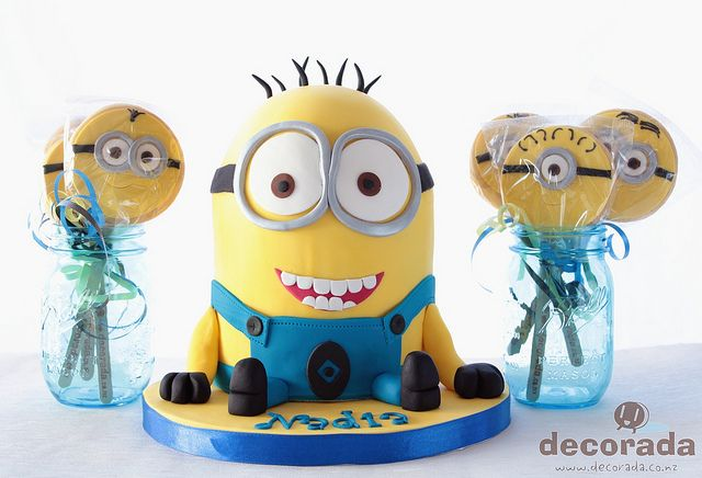 Minion Camera App : Minion cake and party favor minion birthday