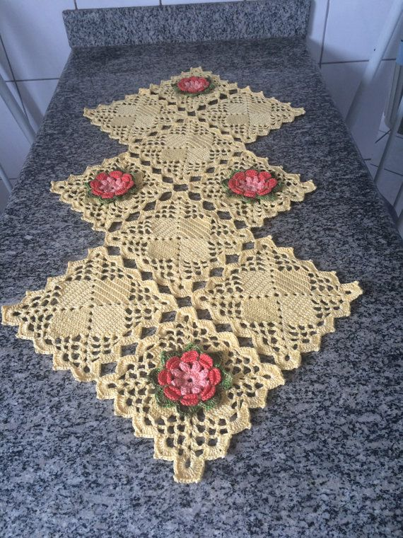 Items similar to Caminho de mesa em croche, Crochet table runner on ...