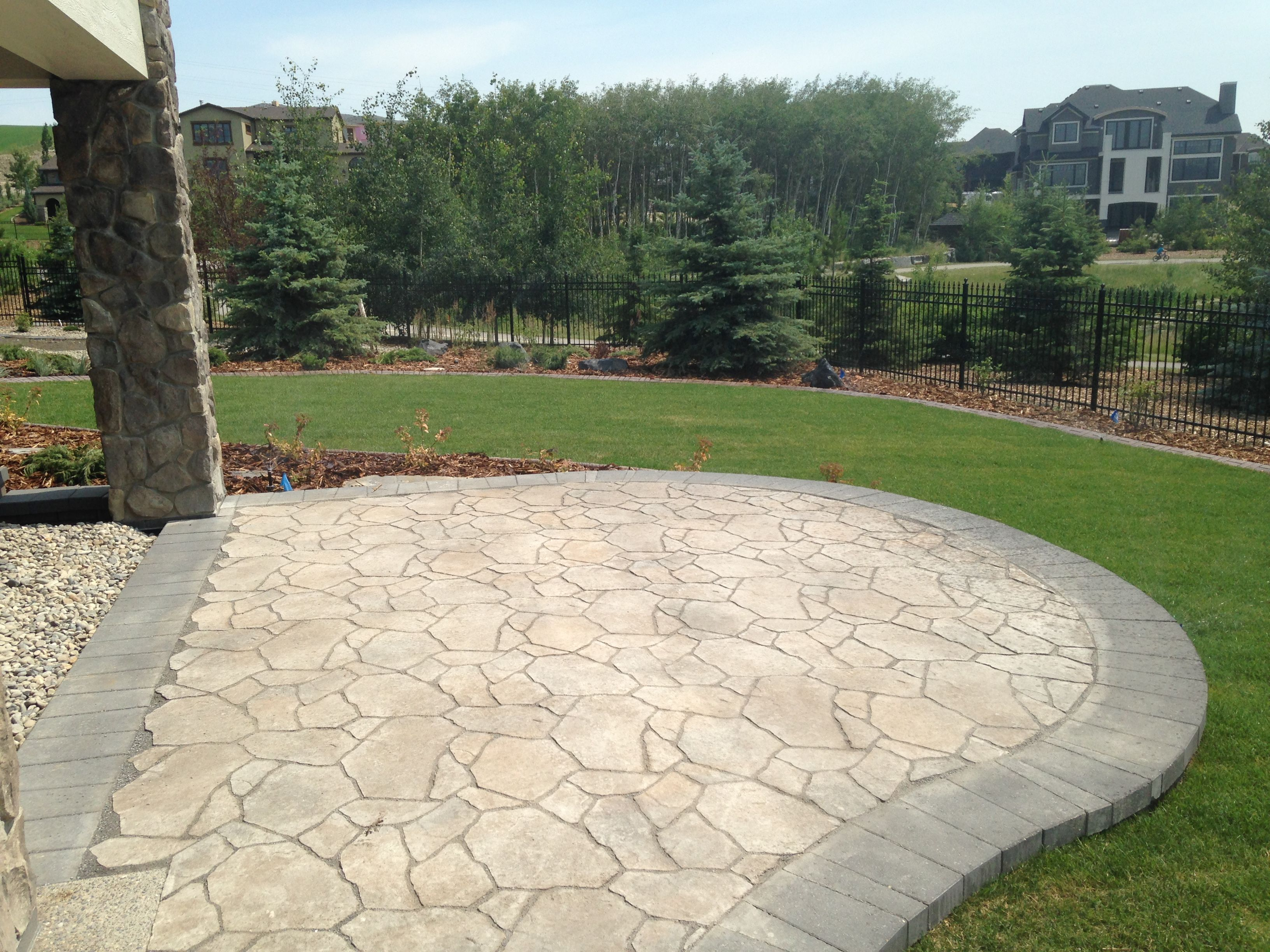 This Patio Was Created Using Belgard S Mega Libre Paving Stones With Its Dimpled Surface And Unique Colour Blends Me Perfect Patio Patio Landscaping Supplies