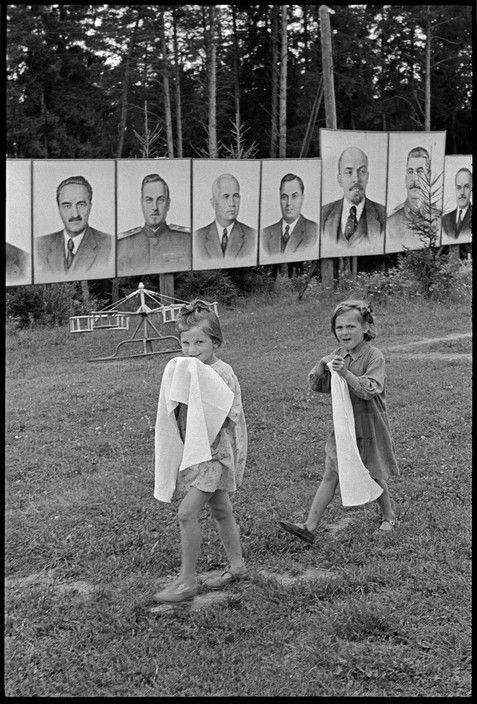 8dfd1e2ea4b Magnum Photos Photographer Portfolio Henri Cartier-Bresson SOVIET UNION.  Russia. Young Pioneer camp near Moscow. 1954.