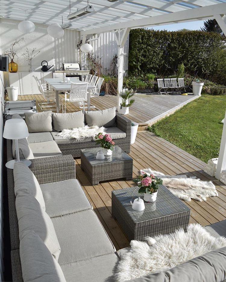 "Photo of Interiør, garden & fashion on Instagram: ""Spending the day in my garden today 🌿 Finally some warm weather ☀️🙏🏼 Pusler rundt og rydder/vasker terrassen i det fine været – herlig 🙏🏼"""