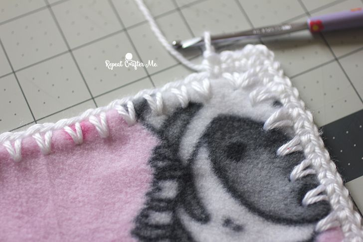 How to crochet around fleece fabric with the skip stitch blade