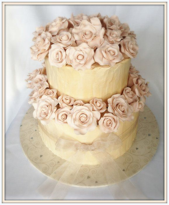 Wedding cake with 50 roses