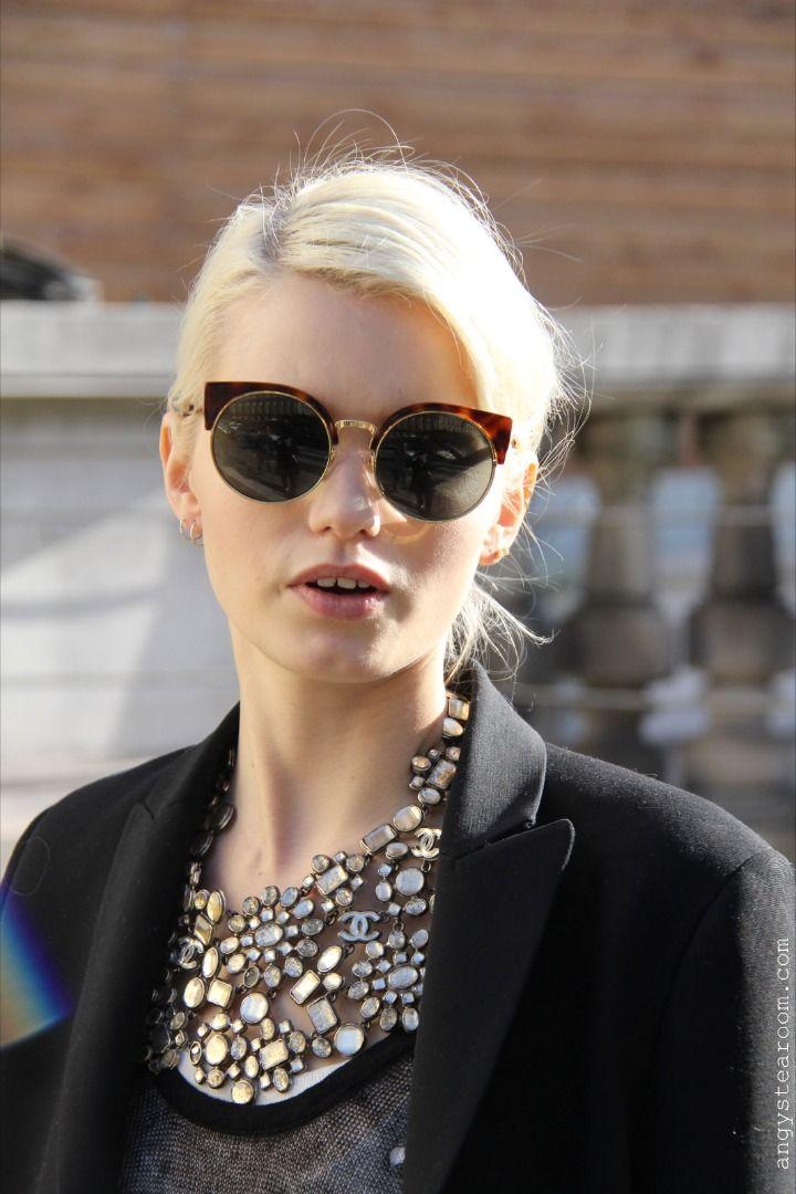Épinglé par Lynnette Cooper sur Sun Glasses!!   Pinterest   Lunettes, Haute  couture et Spectacle 3cfb9622508b