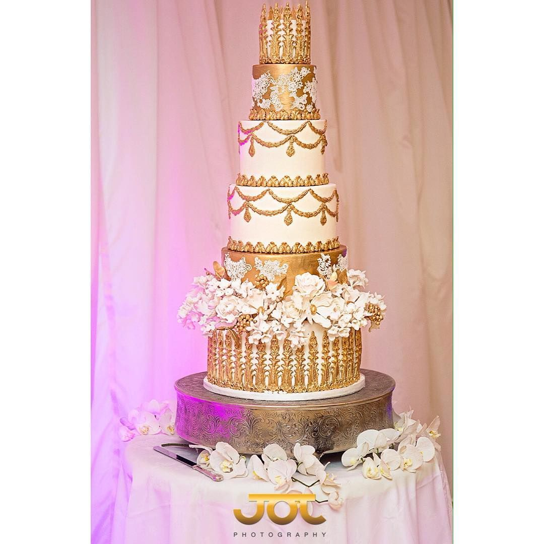 Wedding cake by the award winning @elizabethscakeemporium #wedding ...