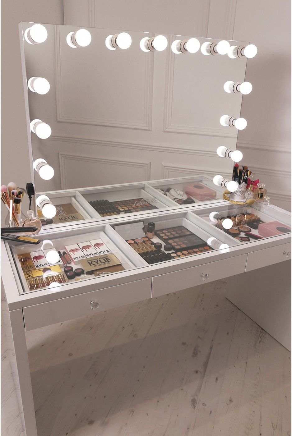 Crisp white finish slaystation make up vanity with premium for Vanity table with drawers no mirror