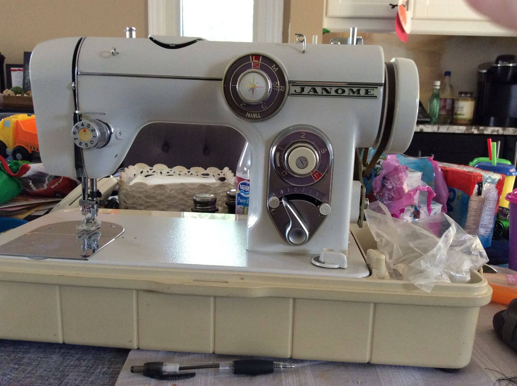 Newly acquired Janome New Home vintage sewing machine model ... on