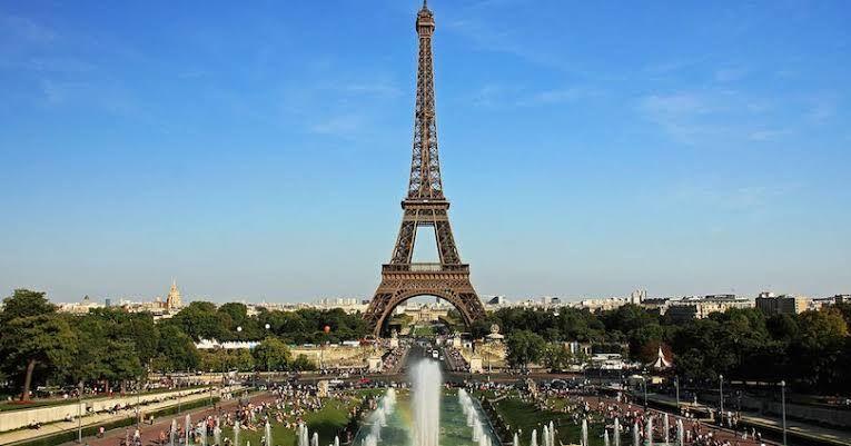 معلومات عامة عن فرنسا وأشهر معالمها السياحية Paris Skyline Tower Eiffel Tower