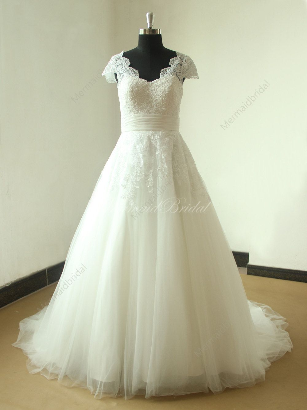 Open back romantic ivory a line lace tulle wedding dress will