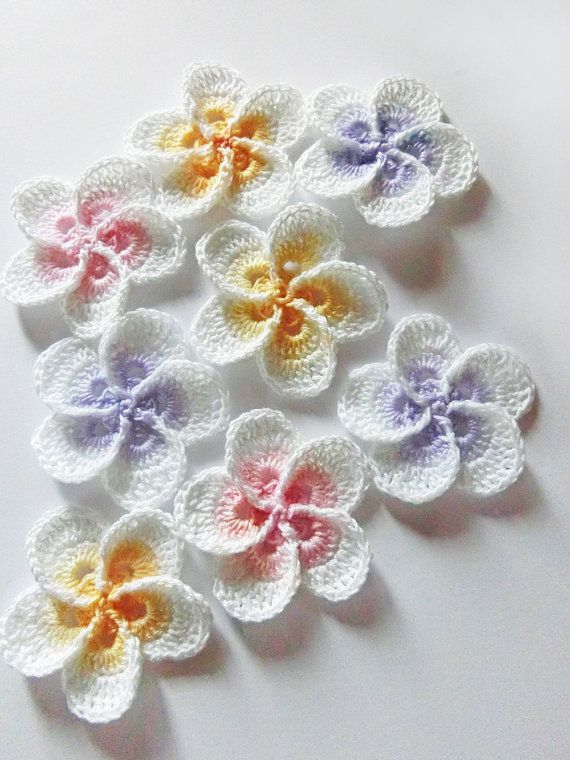 Crochet flower pattern, Crochet Plumeria Frangipani pattern, photo tutorial. Hawaiian flower applique, easy crochet pattern #crochetedflowers