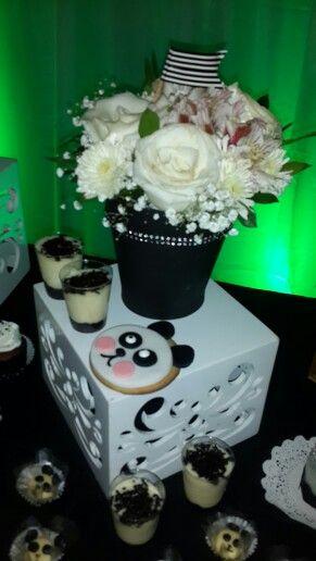 Flores parte importante de nuestra decoración de fiesta temática oso panda @ideasdiskretas