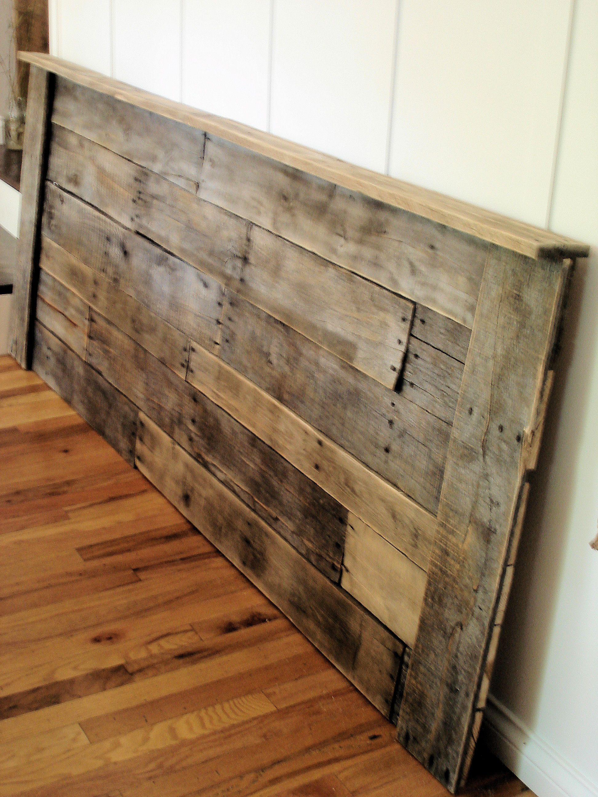 Upcycled Pallet Headboard. This is really pretty, and I'm ...