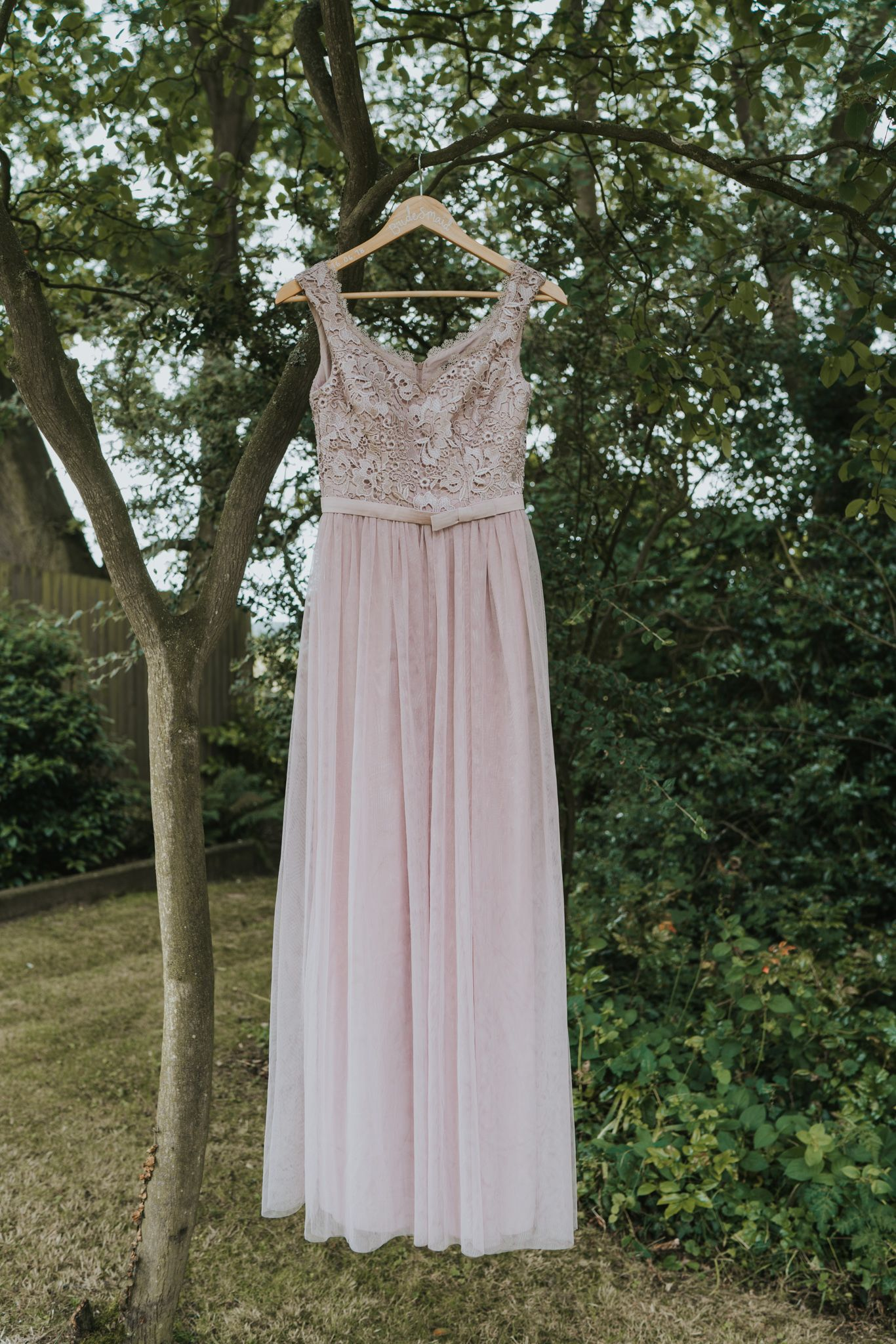 How to pull off a diy rustic wedding mauve lilac pleated lace and