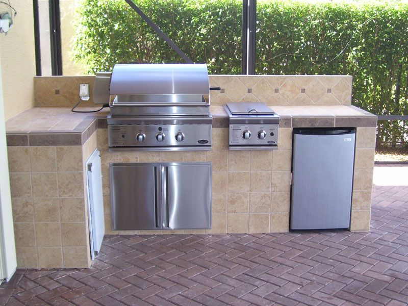 Tiled Outdoor Kitchen in 2019 | Built in bbq, Bbq area ...