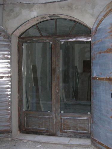 Porte d 39 entr e cintr e avec soubassement tol id es portes et baies portes porte entree - Porte d entree cintree ...