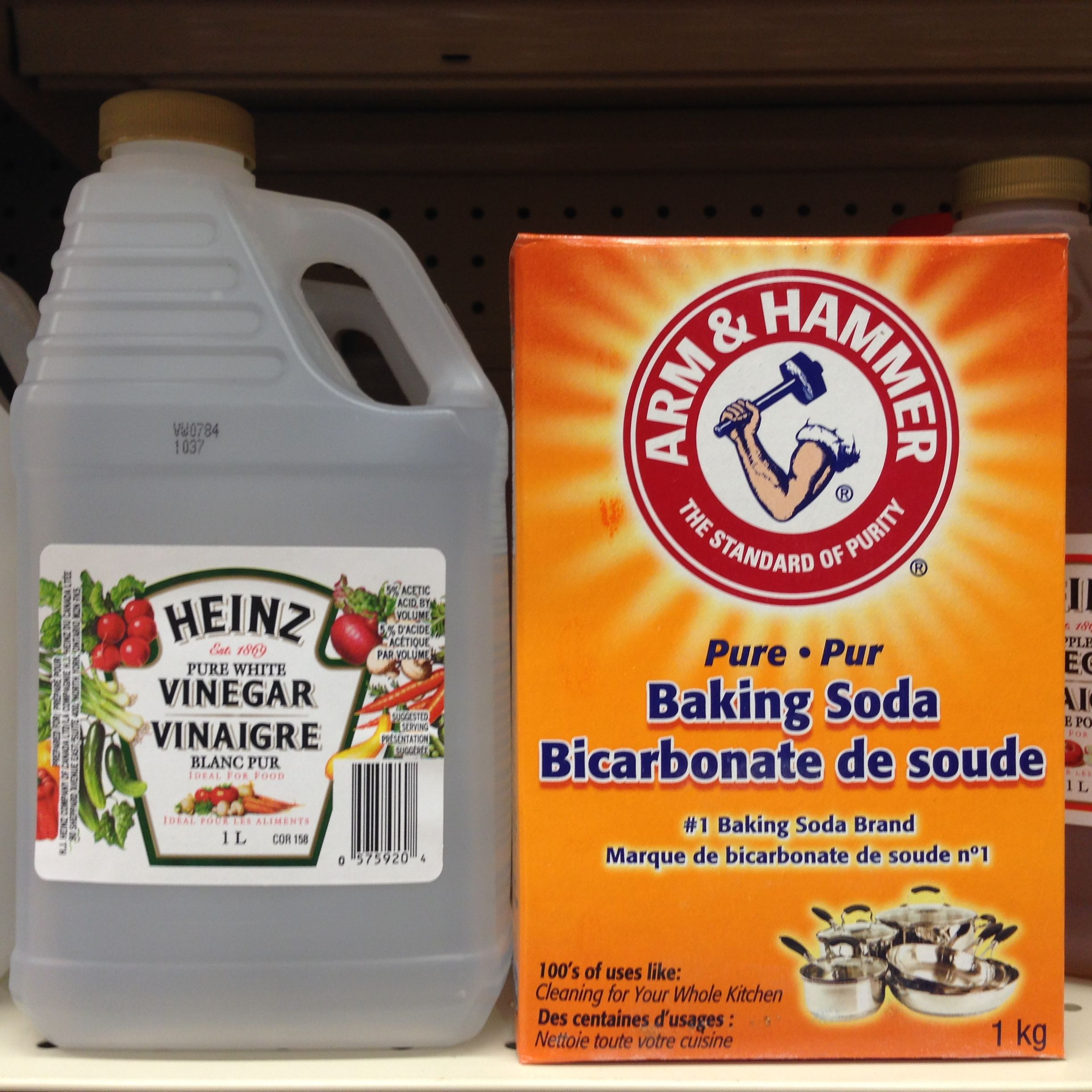 Baking soda and vinegar have many uses. A drain cleaner