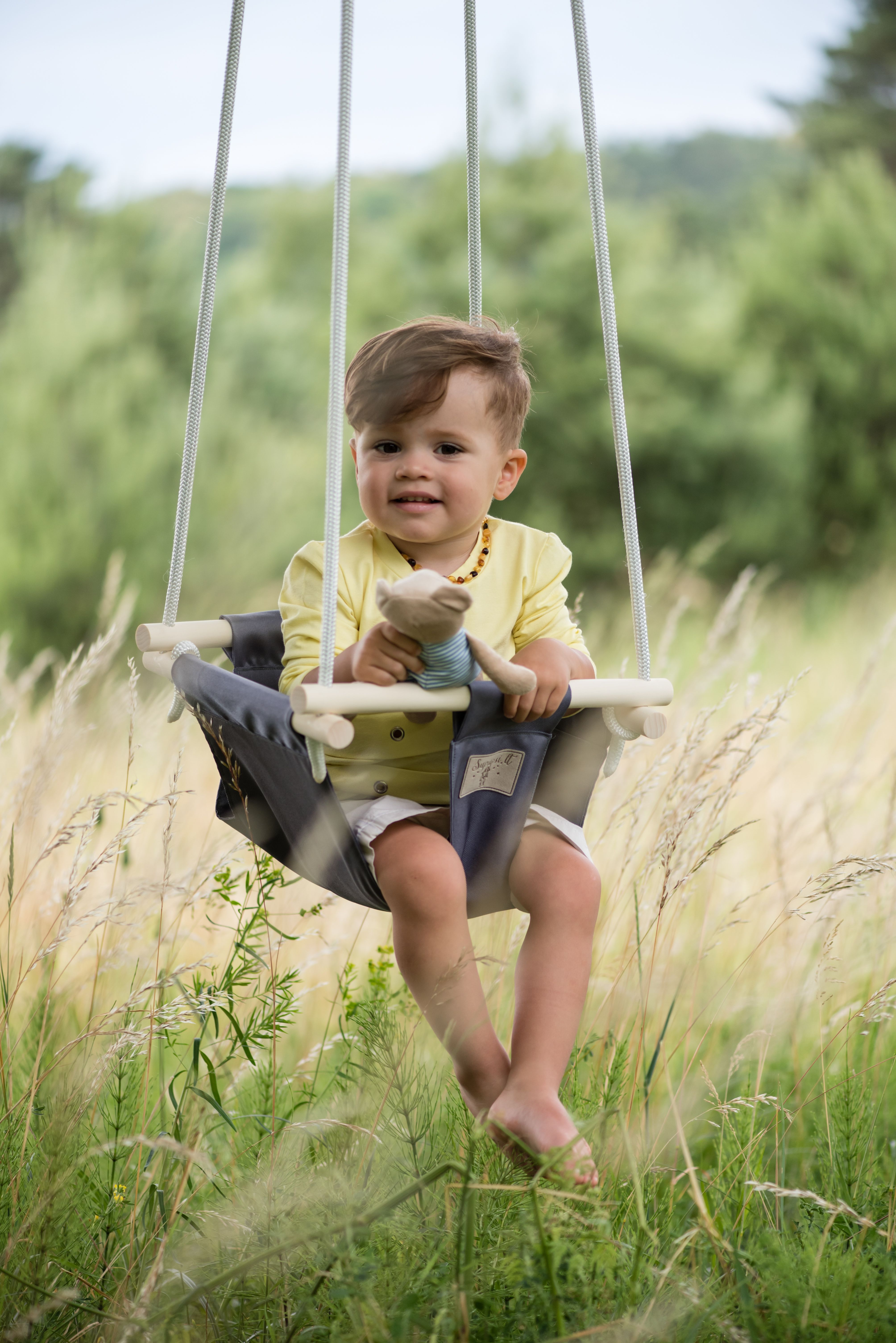 Indoor and outdoor baby swings easy to hang up and take down easy