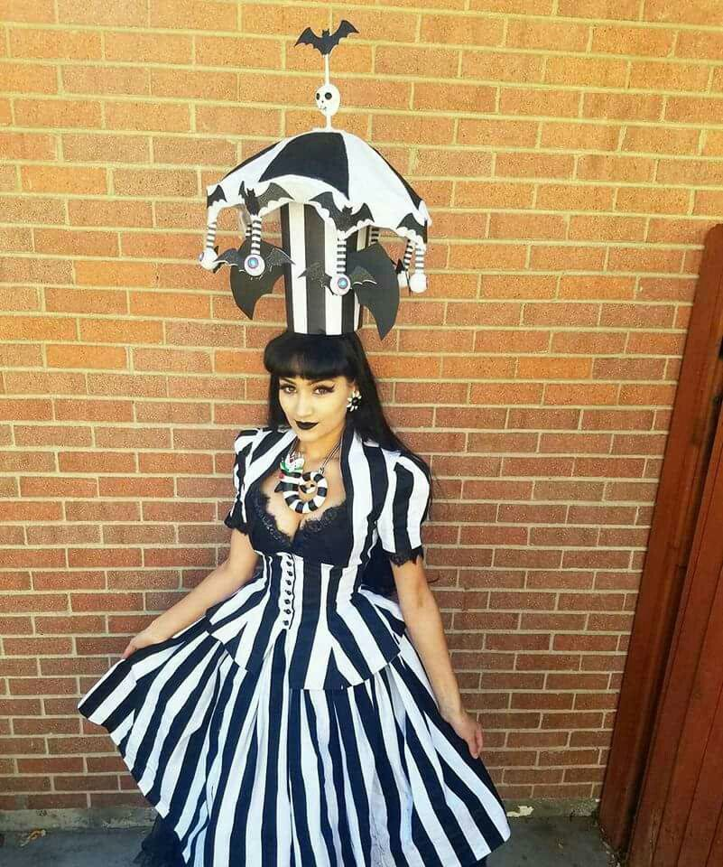 Beetlejuice Halloween Costume Michay Velasquez Aka The Vintage Siren Beetlejuice Halloween Beetlejuice Halloween Costume Beetlejuice Costume