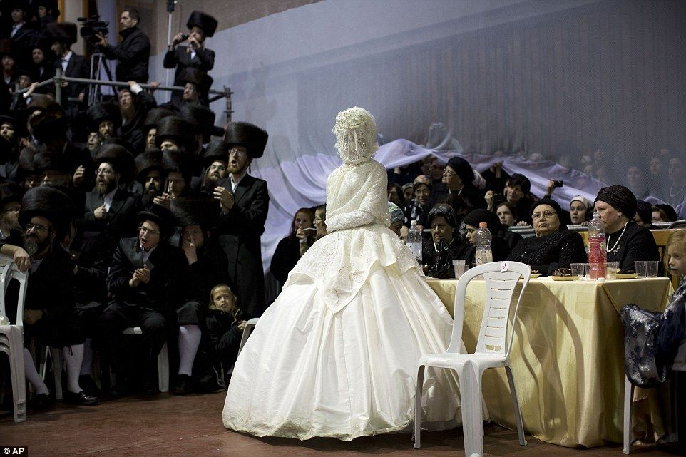 Orthodox Jewish Wedding Dance For Me The Veiled Bride Arrived In Mens Section Of