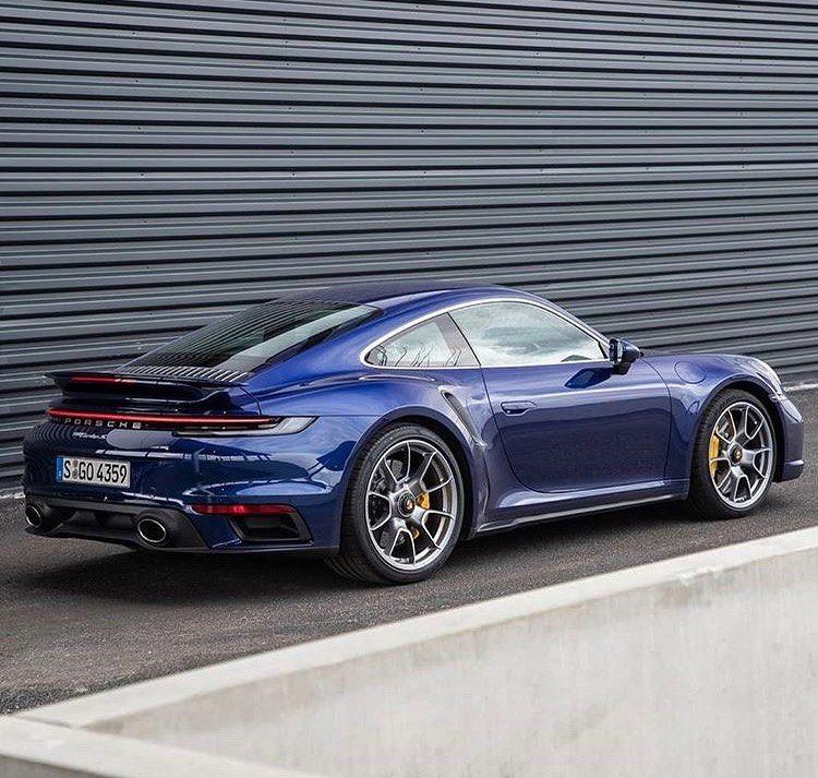 239 Vpodoban 5 Komentariv Porsche 992 Turbo 992 Turbo V Instagram The Perfect Combination With Gentian Blue Silver Wheels And Yel Porsche Carros Azul