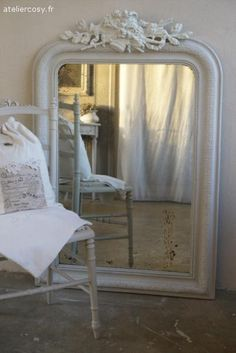 ancien miroir patin brocante de charme atelier deco en 2019 miroir blanc meuble. Black Bedroom Furniture Sets. Home Design Ideas