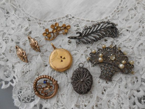 Old broken jewellery by Nkempantiques on Etsy, €24.00