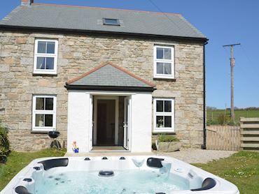 Sarahs Cottage   West Cornwall #cornwall #holidaycottages #hot tub #getaway