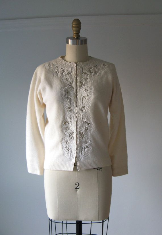 vintage 1950s sweater / 50s cardigan / Snow Crystals