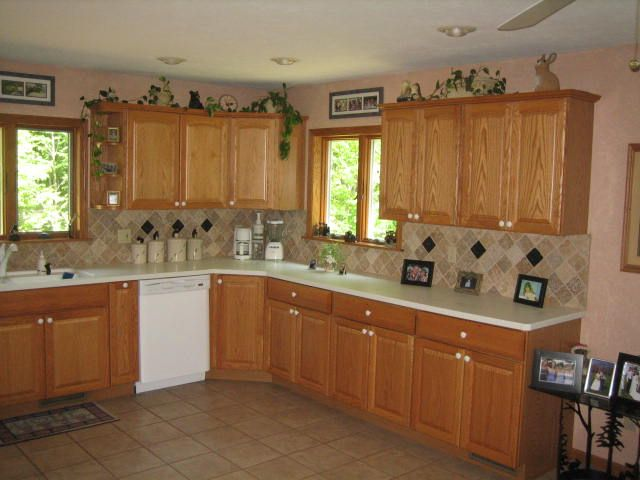 kitchens with oak cabinets and tile floors and surrounding areas with kitchen - Kitchen Design Ideas With Oak Cabinets