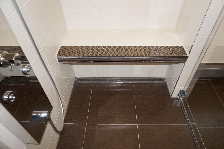 Offene dusche im bad unterm dach bad pinterest bad sitzbank und badezimmer - Sitzbank badezimmer ...