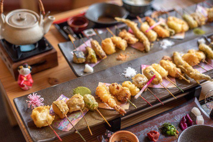 京都嵐山の絶景を眺めながら、16種類のカラフルなひとくち天ぷらを「舞妓飯」 | ことりっぷ