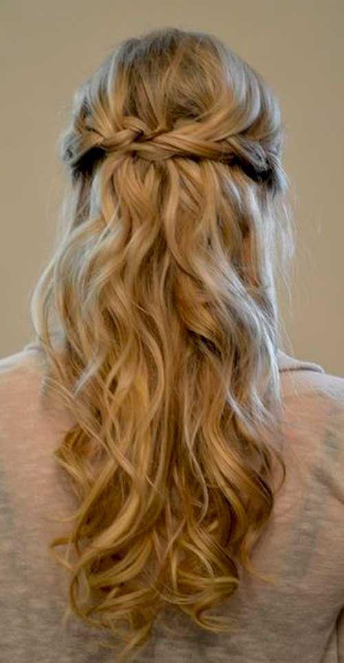 Female Simple Half Up Blonde Hair Abschluss Frisur Hochgesteckt