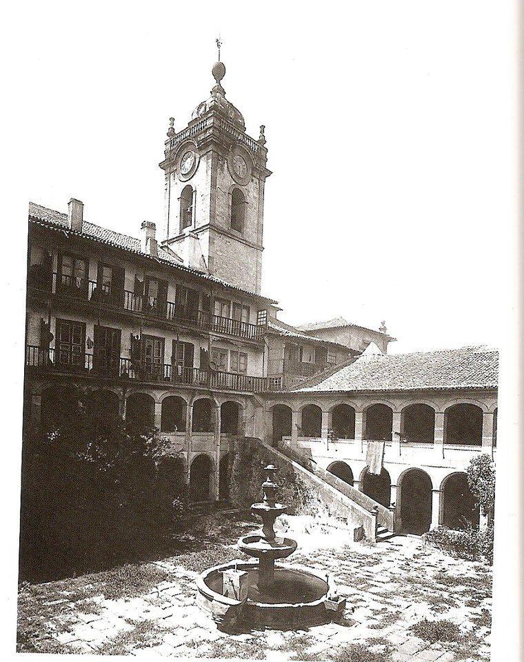 Pátio interior (Claustro) do extinto Mosteiro São Bento de Avé Maria, demolido para dar lugar a conhecida estação de S. Bento
