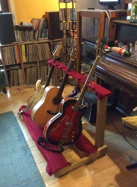 Crafty Man Djibo Recycled Pallet Guitar Stand Pallet