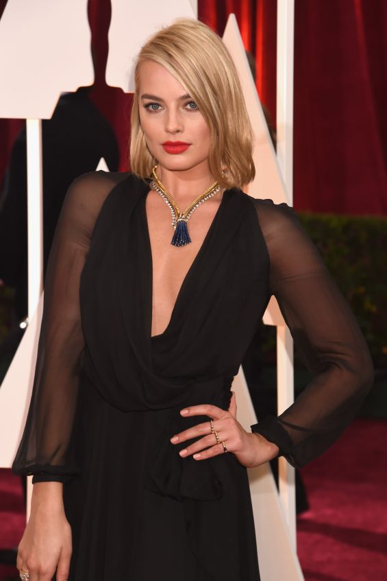 Learn how to recreate Margot Robbie's glam bob as seen on the Oscar red carpet.