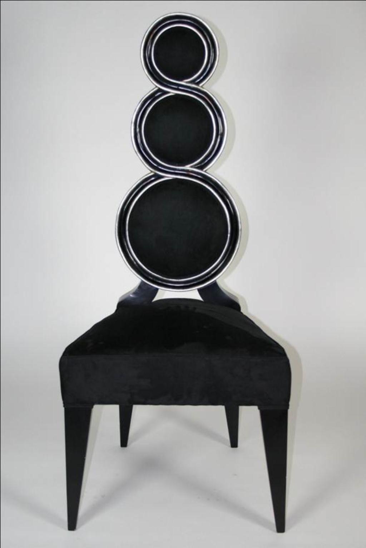Magnifica silla en madera maciza tapizada en terciopeloo negro, on los filos pintados en plata. #tendencias Todo en nuestra web www.gangamuebles.es