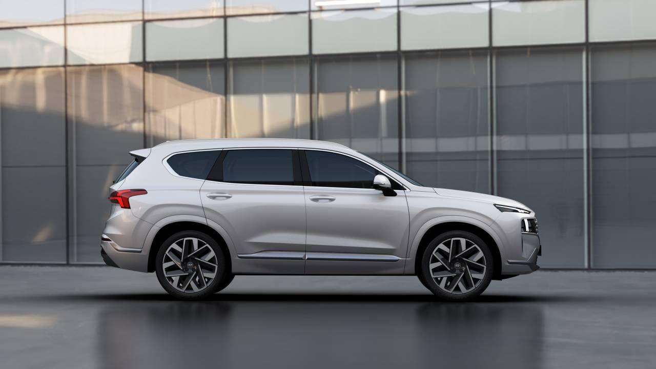 2021 Hyundai Santa Fe Brings Bold New Design To The Streets In 2020 Hyundai Santa Fe Hyundai New Hyundai Santa Fe