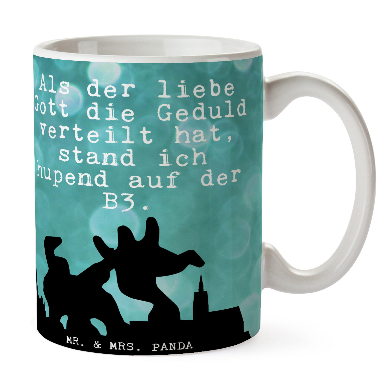 Tasse City Panda aus Keramik  Weiß - Das Original von Mr. & Mrs. Panda.  Eine wunderschöne spülmaschinenfeste Keramiktasse (bis zu 2000 Waschgänge!!!) aus dem Hause Mr. & Mrs. Panda, liebevoll verziert mit handentworfenen Sprüchen, Motiven und Zeichnungen. Unsere Tassen sind immer ein besonders liebevolles und einzigartiges Geschenk. Jede Tasse wird von Mrs. Panda entworfen und in liebevoller Arbeit in unserer Manufaktur in Norddeutschland gefertigt.     Über unser Motiv City Panda  Das…